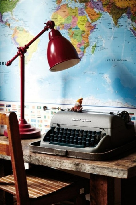 vintage-desk-and-lamp